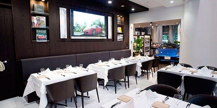 汐留・新橋おしゃれカフェ&レストラン_The Momentum by Porsche