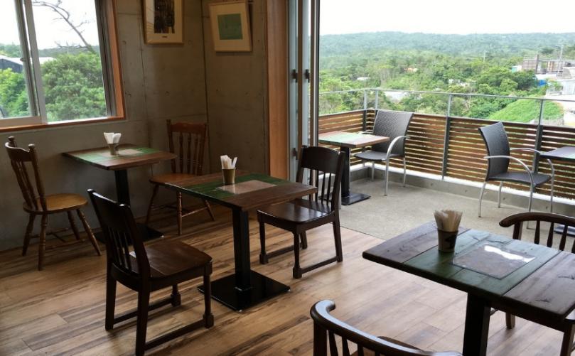 沖縄おしゃれカフェのやちむんカフェ ぐんじょう