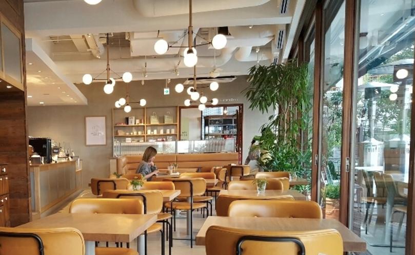 渋谷おしゃれカフェのホワイトグラスコーヒー